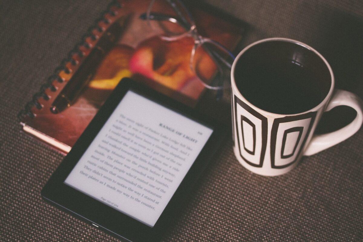僕がKindleで読書することを勧める9つの理由!【9つのメリットと3つのデメリットをご紹介します】