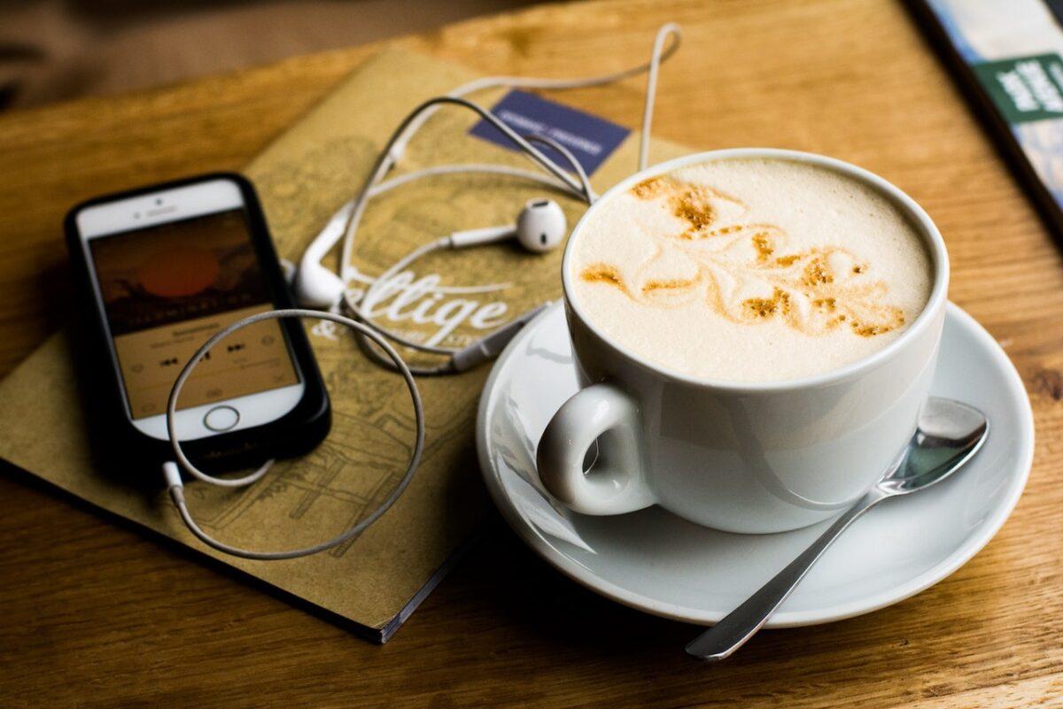 【英語学習者必見!】英語を効果的に学べるおすすめPodcast6選【ネイティブ英語を聞こう!】