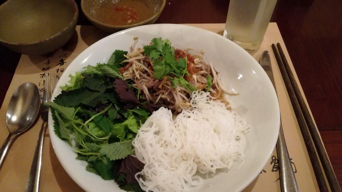 ベトナム・ハノイで本場ベトナム料理を食べまくる