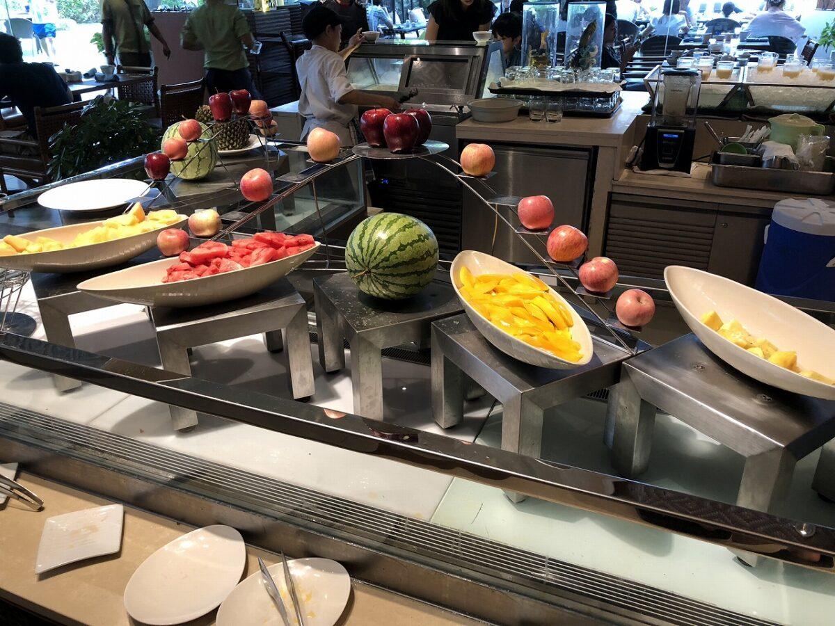 シャングリ・ラ マクタン リゾゾート & スパの「Tides」で朝食
