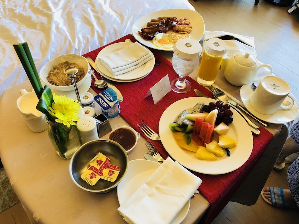 シャングリ・ラ マクタン リゾート & スパでルームサービスを頼んでみた