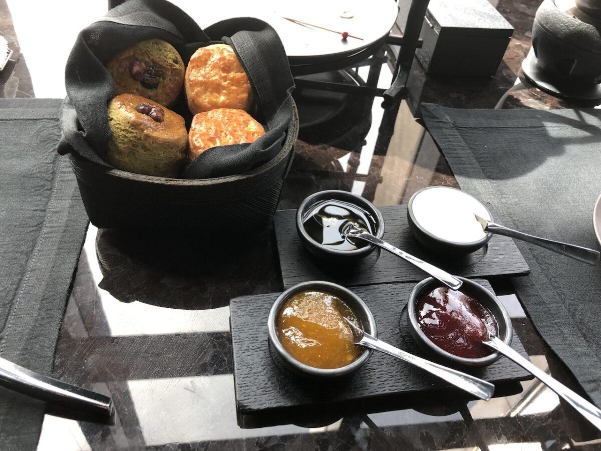 【まるで宝石箱】アマン東京でブラックアフタヌーンティーを堪能!