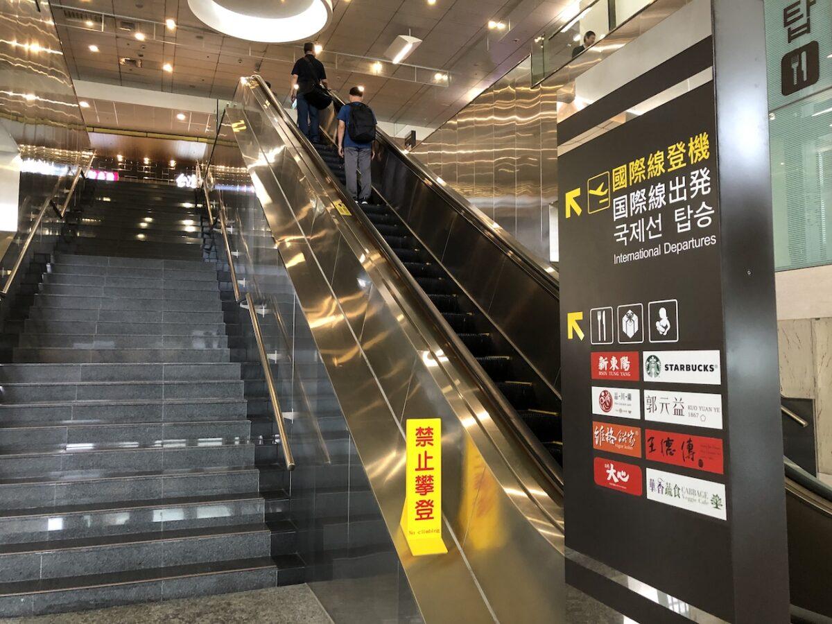 【台北(松山)→東京(羽田)は超便利】JL98は最新機材で座席は快適です!