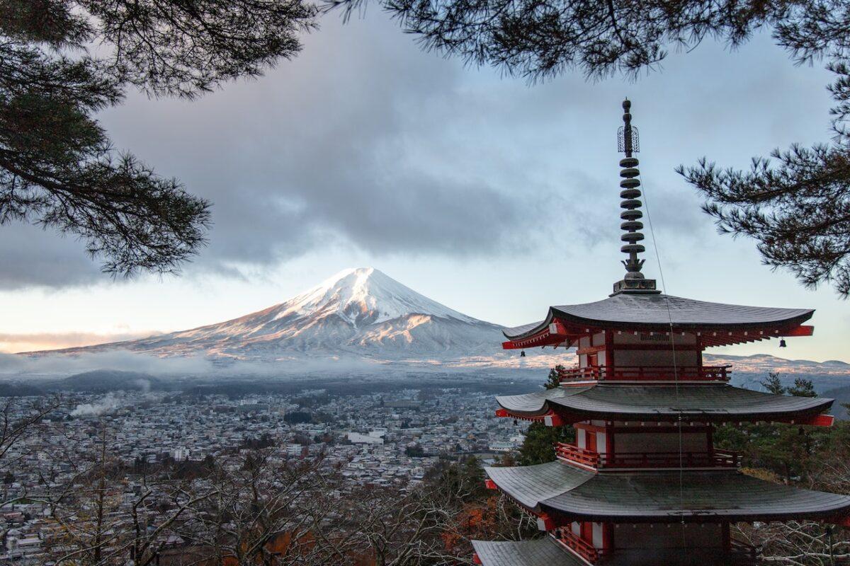 【学校の教科書は嘘だらけ!?】本当の日本の歴史について学べるおすすめ本3選をご紹介!
