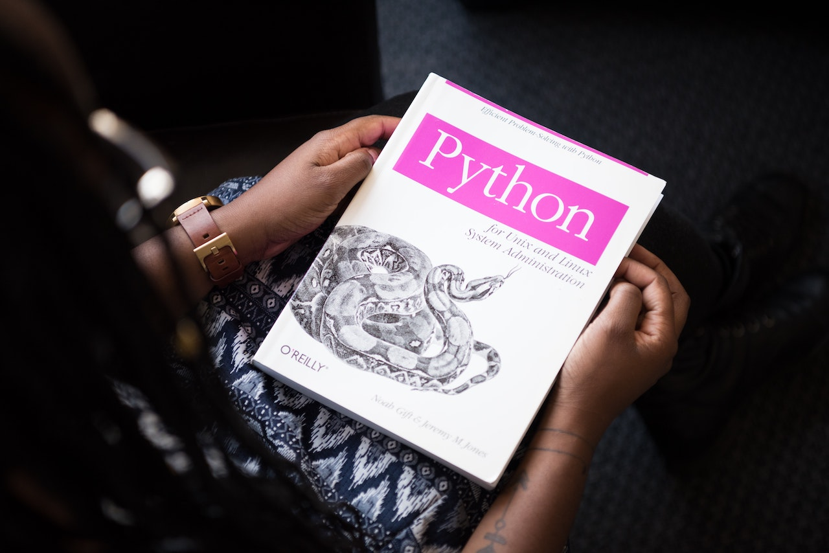 【人気上昇中】今人気のプログラミング言語「Python」は何ができるのか?できることまとめます【転職でも有利です】