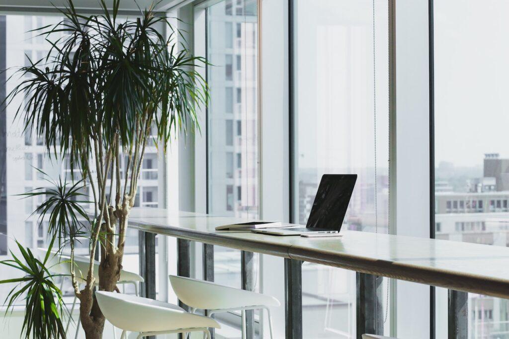 【在宅勤務や副業が捗る】自宅で圧倒的なパフォーマンスが出せるデスク環境を整える