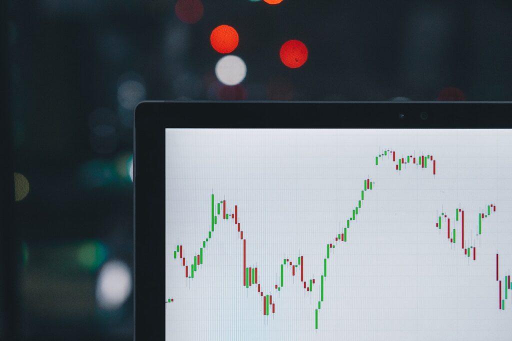 【コード解説】Pythonで株価データを日足から週足・月足に変換する!